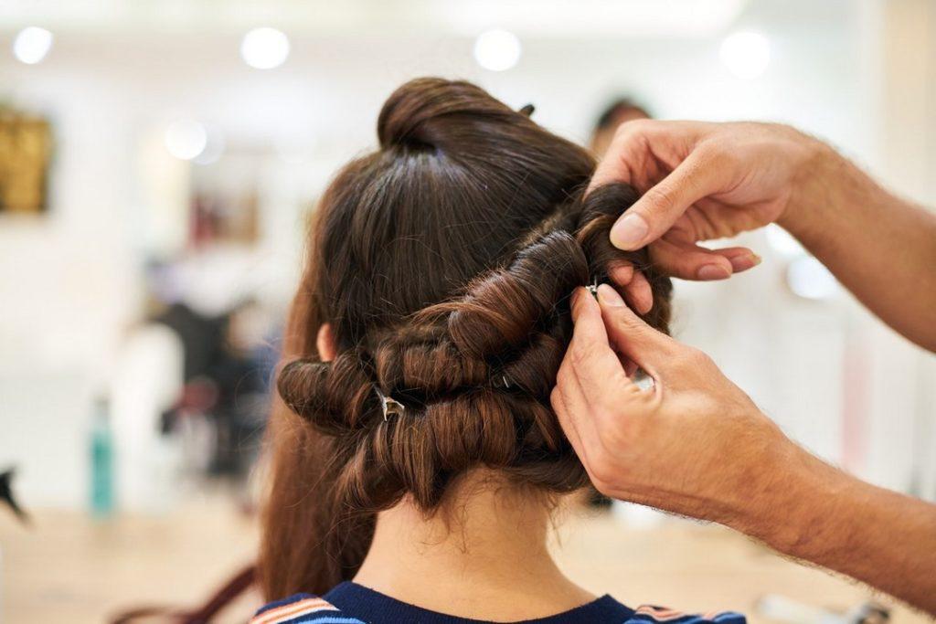 Salão de beleza em BH penteado preso